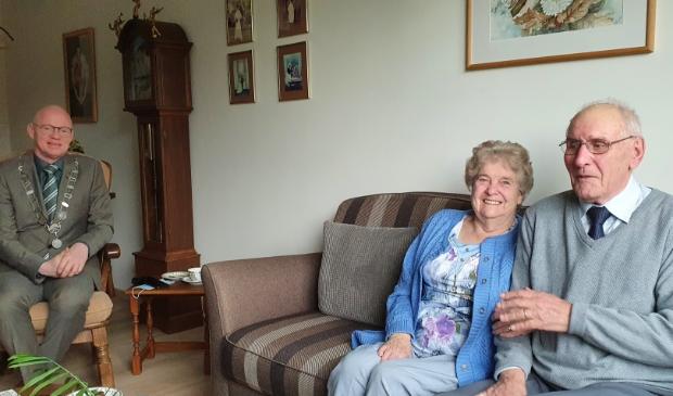 <p>Echtpaar van Schaik was blij met het bezoek van burgemeester Isabella</p>