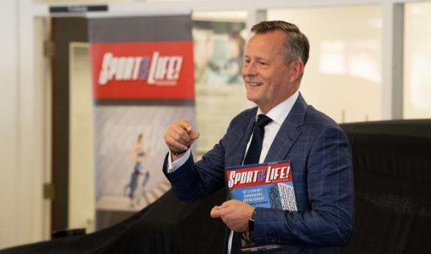 <p>Ook Arthur van Dijk, commissaris van de Koning in de provincie Noord-Holland, was aanwezig bij de lancering van het sportblad.</p>