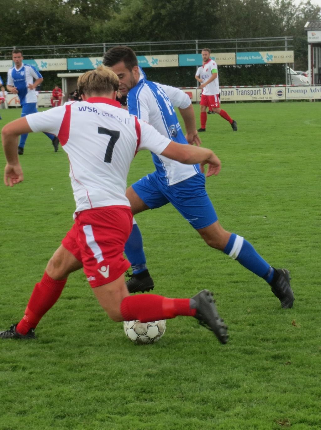 Lex de Gier (7) in duel met VVAC Teus Stam © BDU media