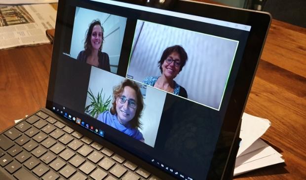 <p>Deze drie vrouwen vormen het CJG team: linksboven Linde Remmelink , rechtsboven Dorine van der Varst en onder Jacqueline Vanhouten</p>