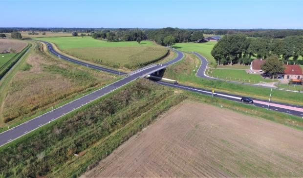 De rondweg Voortse Ring om Voorthuizen nabij het viaduct van de Overhorsterweg.