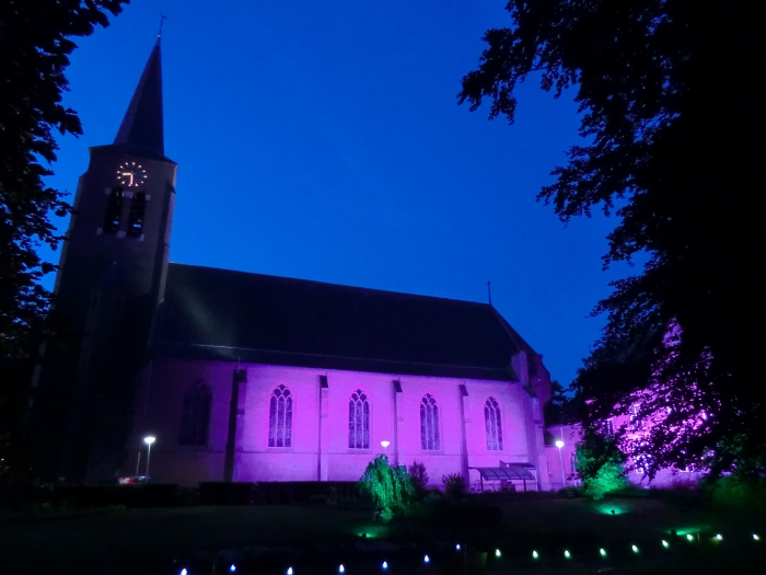 De Sint Martinuskerk gehuld in sfeervolle verlichting GH © BDU media
