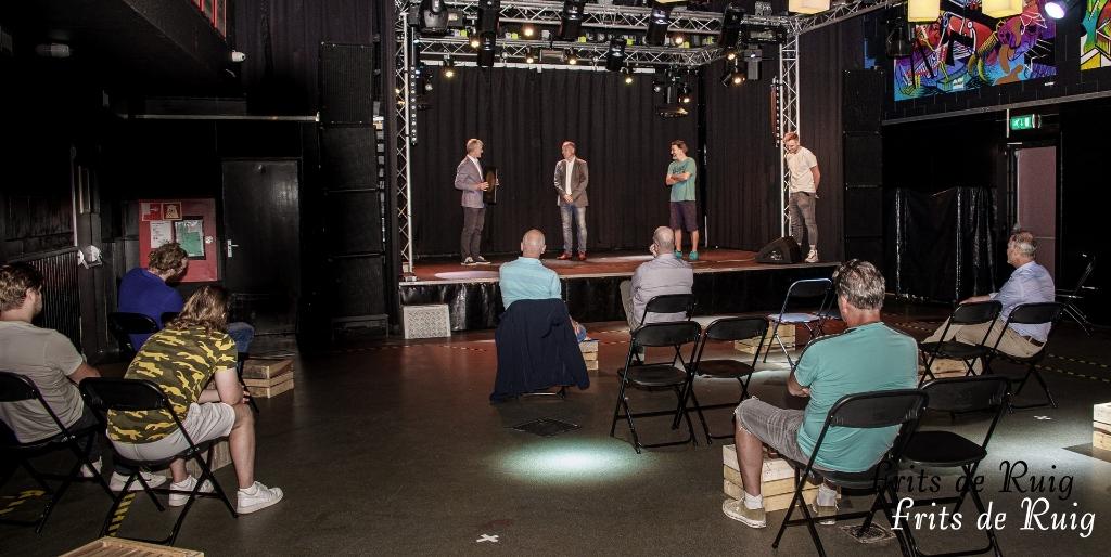 Bij de opening van de nieuwe opnamestudio werd uiteraard het coronaprotocol gerespecteerd. Frits de Ruig © BDU media