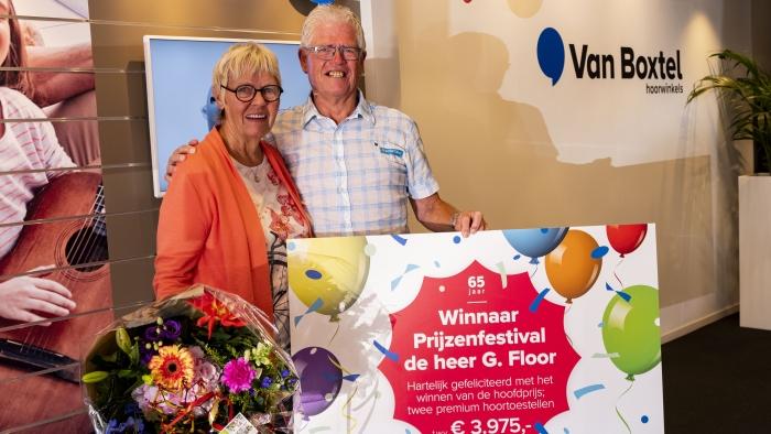De gelukkige winnaar van het Prijzenfestival