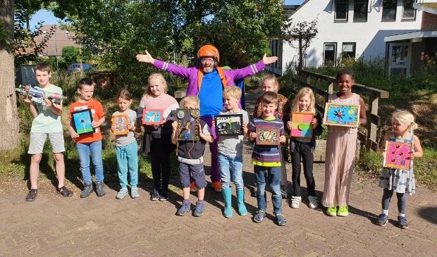 <p>Een groep enthousiaste kinderen heeft aan het eind van de ochtend recycle-kunst gemaakt.</p>