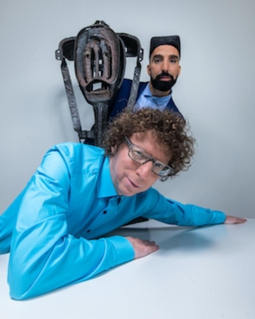 <p>Arnon Grunberg en Aziz Bekkaoui &nbsp;& Robert Jacobsen</p> Cobra-museum © BDU media