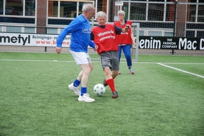 Walking Football voor iedereen die nog een balletje wil trappen