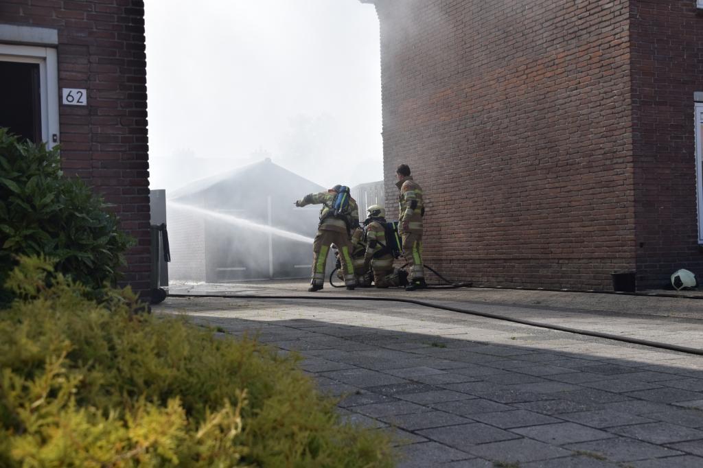 <p>Brand in een schuur aan de Taets van Amerongenweg in Renswoude.</p> AS Media © BDU media