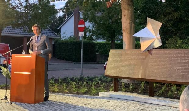 <p>Burgemeester Poppens tijdens zijn toespraak bij de onthulling van het monument &#39;Nooit meer teruggekomen&#39;.&nbsp;</p>