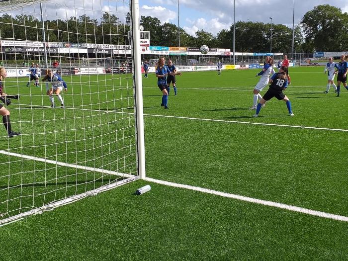 Joelle de Bondt scoort het derde doelpunt DTS Ede © BDU Media