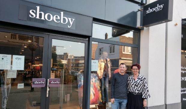 <p>Marilyn en Mark stoppen met Shoeby, maar de winkel gaat door met een nieuw team.</p>
