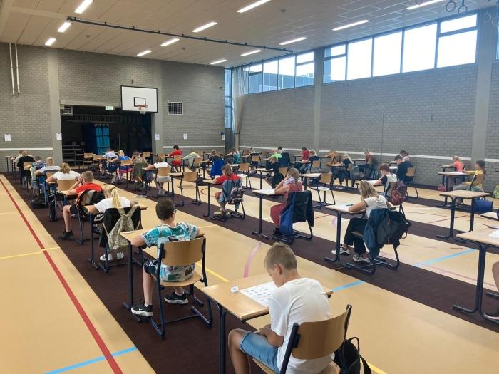 Groep 8 doet examen in de gymzaal