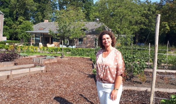 Anita Bos kijkt uit naar de opening van de bistro in de boerderij.