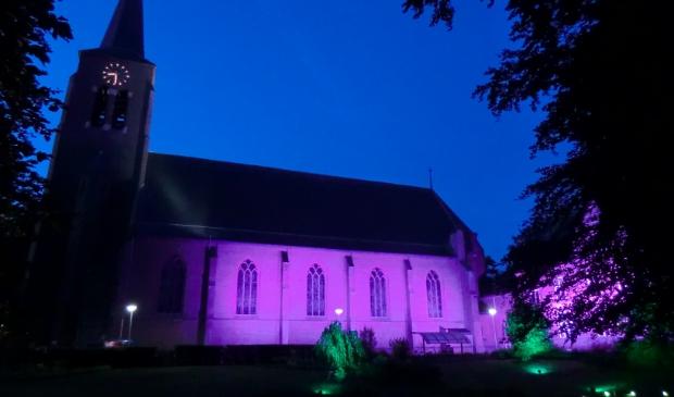 De Sint Martinuskerk gehuld in sfeervolle verlichting