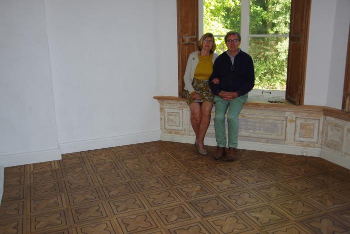 De huidige eigenaren van Broekbergen zijn trots op hun gerestaureerde historische parketvloer