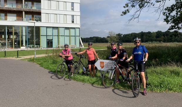 <p>Team M&aacute;xima voor het Prinses M&aacute;xima Centrum met v.l.n.r.: Marja Uijterwaal, Trudi Miltenburg, Geertje Schimandl, Madeleine Groenhof en Mieke van Leeuwen die 75 km fietste voor het goede doel.</p>