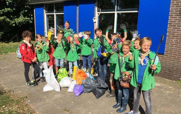 De welpen met de opbrengst van World Cleanup Day
