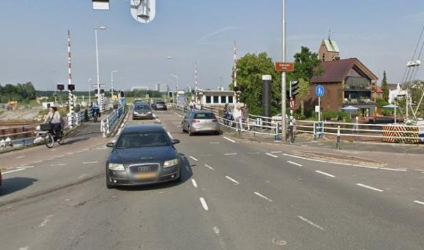 <p>Het werk aan de vervanging van de brug ligt al lange tijd stil.</p>