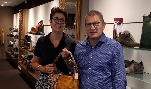 <p>Jolanda en Ed Mantel hebben een mooie collectie schoenen en accessoires voor najaar en winter in de winkel.</p>