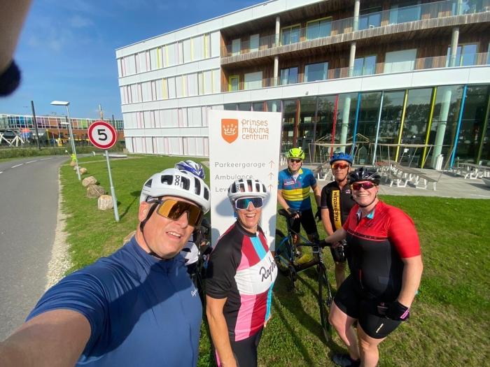 Bunniks Ride fietsers bij het Prinses Maxima Centrum