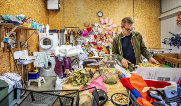 <p>Andr&eacute; van de Velde (29) doet dagbesteding bij Loods 3, de Kringloopwinkel van het Leger des Heils in Sint Maartensdijk.</p>