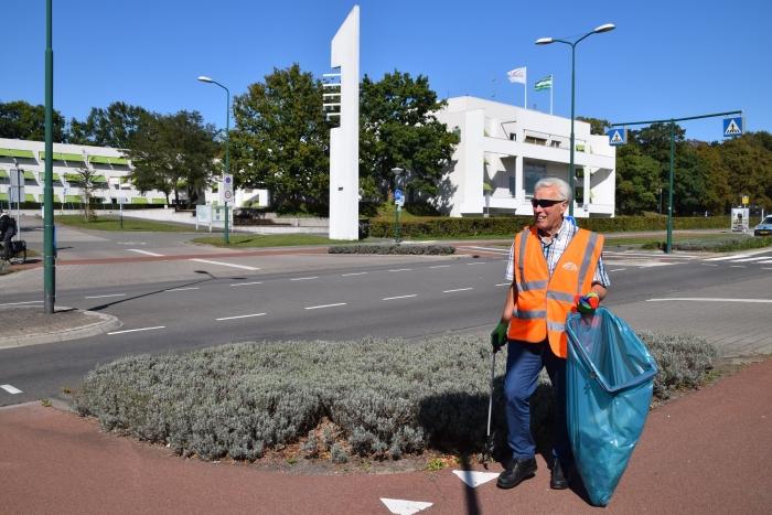 Ook rondom het gemeentehuis was genoeg te ruimen Rob Goudriaan © BDU media