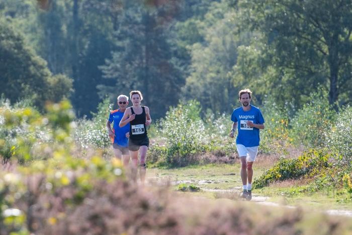 Deelnemers heideloop trailrun in Ermelo