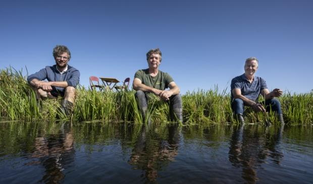 <p>Boeren met lef: Mattias Verhoef, Kees Baan en Peter Heikoop- &quot;Als we kunnen aantonen dat biodiversiteit en landbouw te combineren zijn, dan hebben we de toekomst. (&hellip;) Als je de productie van gewassen en zuivel in evenwicht kan brengen met een goed bodemleven en de natuur, dan ben je waardevol en volhoudbaar bezig. Je moet bij dit soort dingen misschien wel honderd jaar vooruit kijken.&quot;</p>