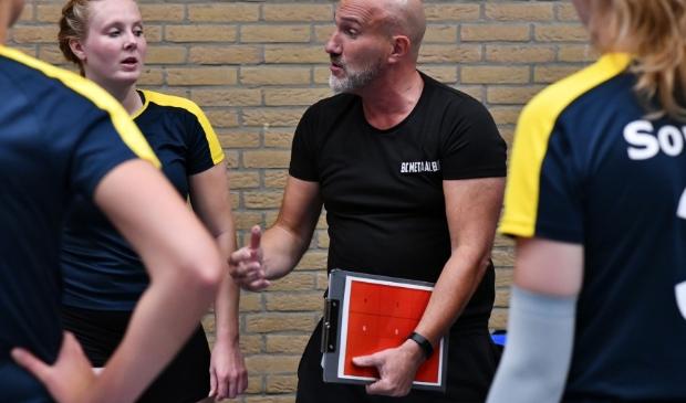 <p>Soesterberger Floris Verhijde is begonnen aan zijn tweede seizoen als hoofdtrainer van Sovoco.</p>