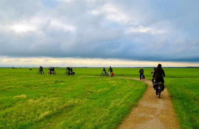 4In keurige formatie fietsen we achter de gidsen aan Onno Wijchers © BDU media