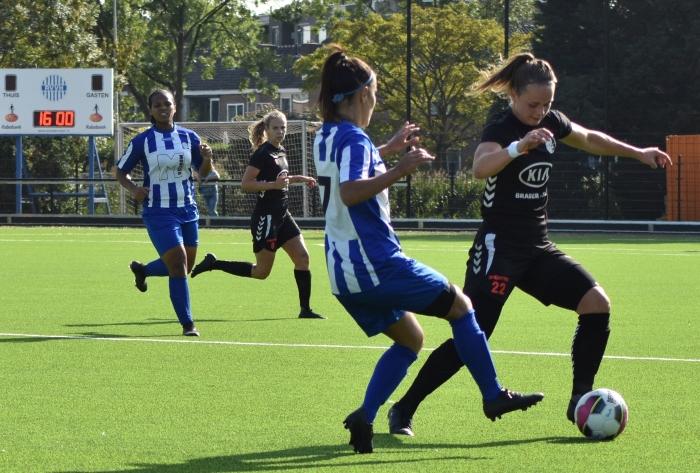 Ilse van der Zanden scoorde uit een vrije trap. DTS Ede © BDU Media