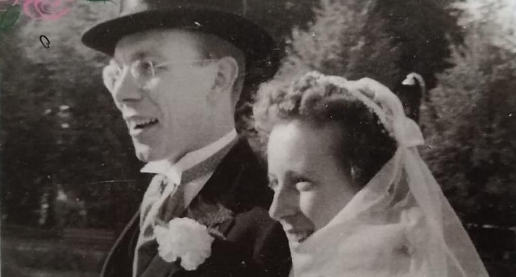 <p>11 oktober 1950: trouwdag van Ben en Carla Ekeler in Hilversum.</p> <p>Johan van Beek</p> © BDU media