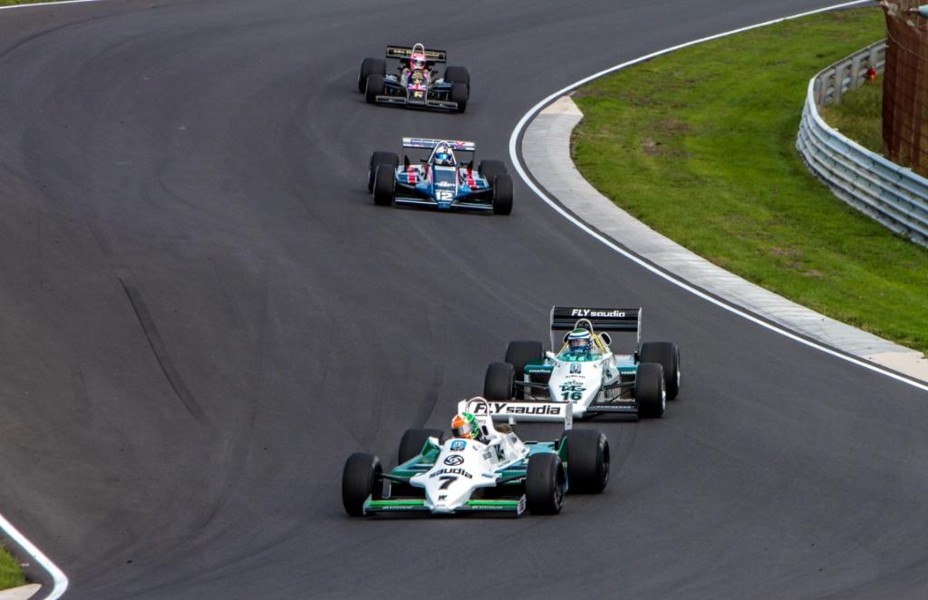 <p>De Ier Mike Cantillon met een Williams (oud wereldkampioenswagen van Keke Rosberg) voert het veld aan.</p> <p>Bert Westendorp</p> © BDU