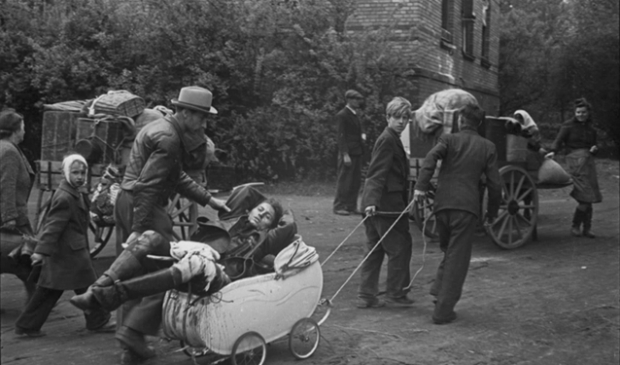 Gewond, op weg naar huis, Berlijn, mei 1945.