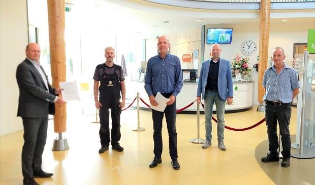 <p>Huidig bestuur BIZ Leersum, voorzitter Arnout Wagemans (midden): &lsquo;Met elkaar voor elkaar!</p>