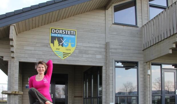 <p>Judith Bouwhuis geeft yogalessen in onder andere het clubgebouw van HV Dorsteti op sportpark Mari&euml;nhoeve. </p>