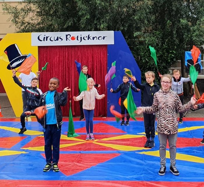 Circusartiesten Anne Frank in opleiding