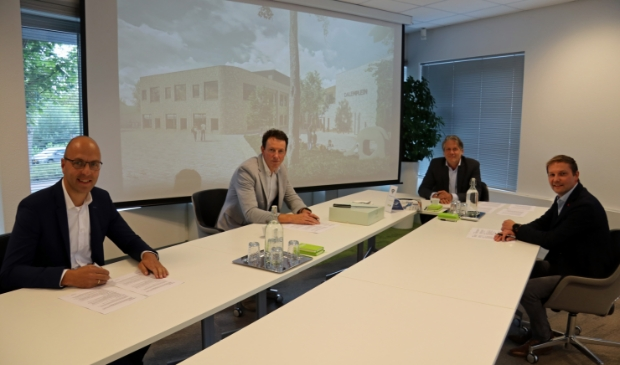 <p>Ondertekening contract bouw Brede School Dalemplein.</p>