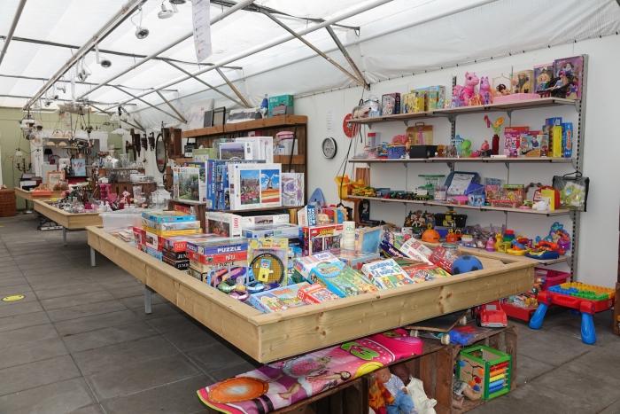 Een gedeelte van de kringloopkas/ kringloopwinkel in Herwijnen