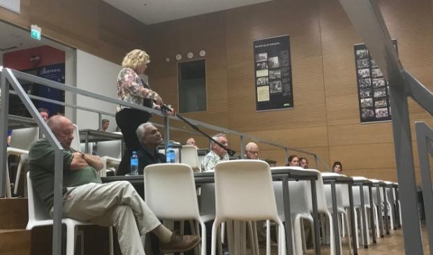 Bezoekers mochten vragen stellen na de uitleg van het COA