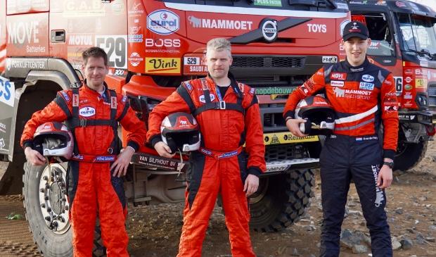 <p>Mitchel van den Brink (rechts) en zijn co-piloten Wilfred Schuurman (links) en navigator Richard Mouw (midden).</p>