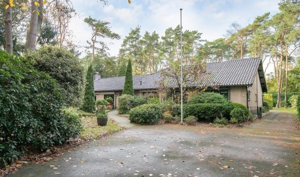<p>De geheel vrijstaande bungalow aan de Foekenlaan biedt een &#39;oase van rust en privacy&#39;.</p>
