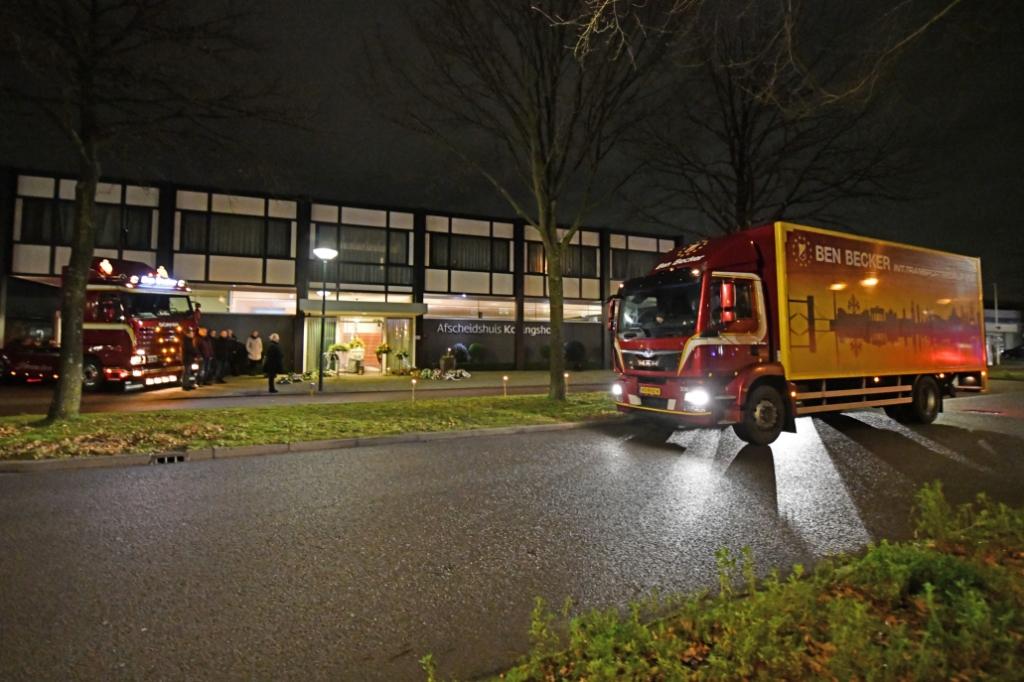 <p>De stoet met meer dan zeventig vrachtwagens verliep ordelijk dankzij een uitstekende organisatie en planning.</p> Jaap van den Broek © BDU media