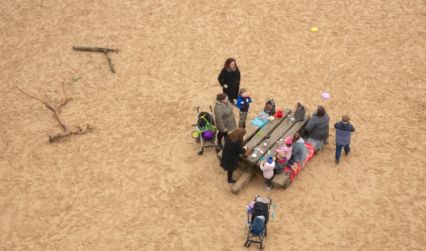 <p>Lekker picknicken op Kootwijkerzand, net boven nul.</p>