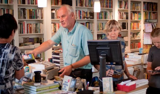 Nanda en Rico Pettinga in de boekwinkel