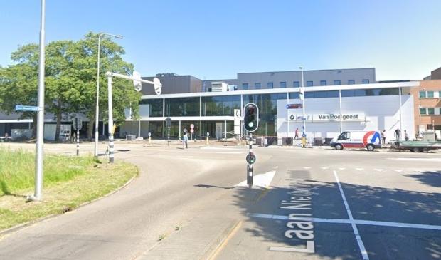 <p>Op de kruising Laan Nieuwer Amstel en Burgemeester A. Colijnweg wordt een rotonde aangelegd.</p>