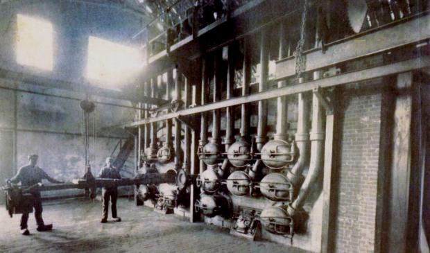 <p>In de gasfabriek werd uit kolen gas gemaakt.</p>