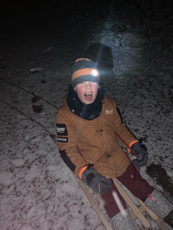 <p>Later naar bed om van de sneeuw te genieten. Wat een lol.</p> Birgit van der Veken © BDU Media