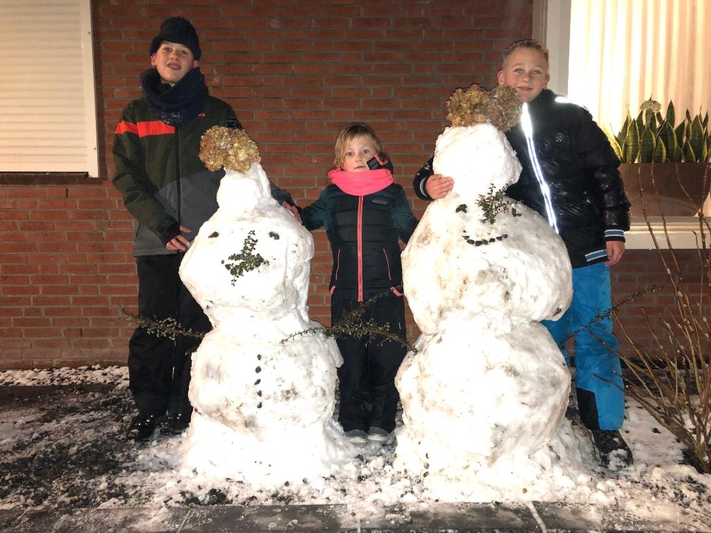Sneeuwpop bij Opa en Oma Hans Emmen © BDU media