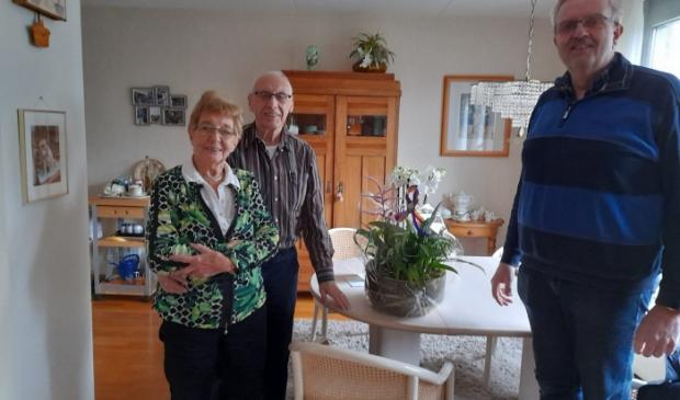 De eerste klant van Frits Westeneng is 25 jaar later nog steeds klant. De loyaliteit leverde Do Blankestijn een bloemstuk op.